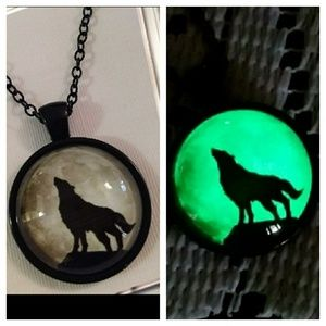 Jewelry - Glow in the dark wolf cabochon necklace
